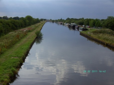 The canal from Crow Croft bridge.