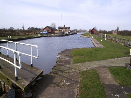 On Pollington Lock